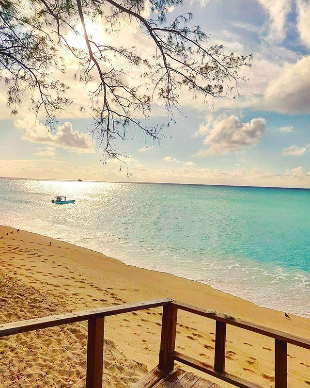 Feeling the ocean breeze 🤙 #bahamas #bimini #sand #sunset #travel #traveladdict #beachwalk #travelawesome #traveller #travelblog #beach #instatravel #travelling #travelholic #travelgram #seascape #postcard #travelblogger #island #beachlife #traveltheworld #sea #traveling #traveler #travelphotography #travelingram #beach #travels