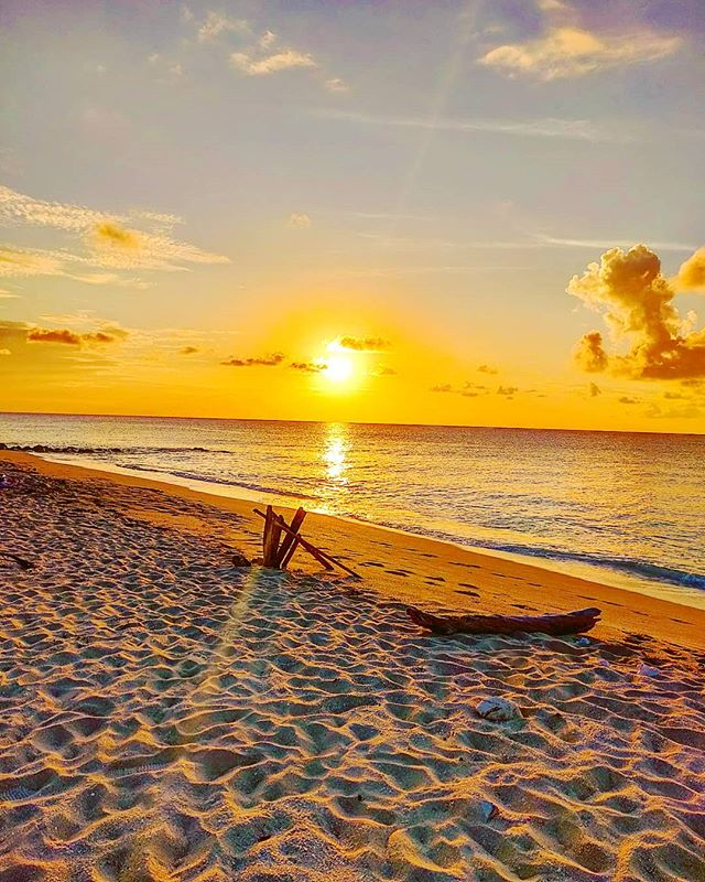 Lets burn your soul from sunset#bimini #bahamas #travelgram #traveltheworld #sunsetlovers #seascape #sunsets #travelling #traveller #traveling #sunset #travel #travelstoke #island #travelawesome  #travelblogger #beachside #sea #seaview #islandvibes #instatravel #travelblog #travelphotography #travelphoto #travelingram