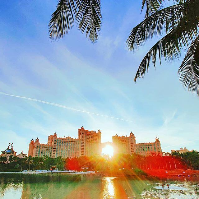 Carpe Diem 🤙️😎 #nassau #Bahamas #lifeatsea #crew #crewlife #sunsets #atlantis #traveling #sunset #traveladdict #travelgram #sunny #travelblogger #travel #travelawesome #travelphoto #travelstoke #travelholic #travelling #travelphotography #travelblog #travelers #travels #travelingram #traveller #sun #traveltheworld #sunglare