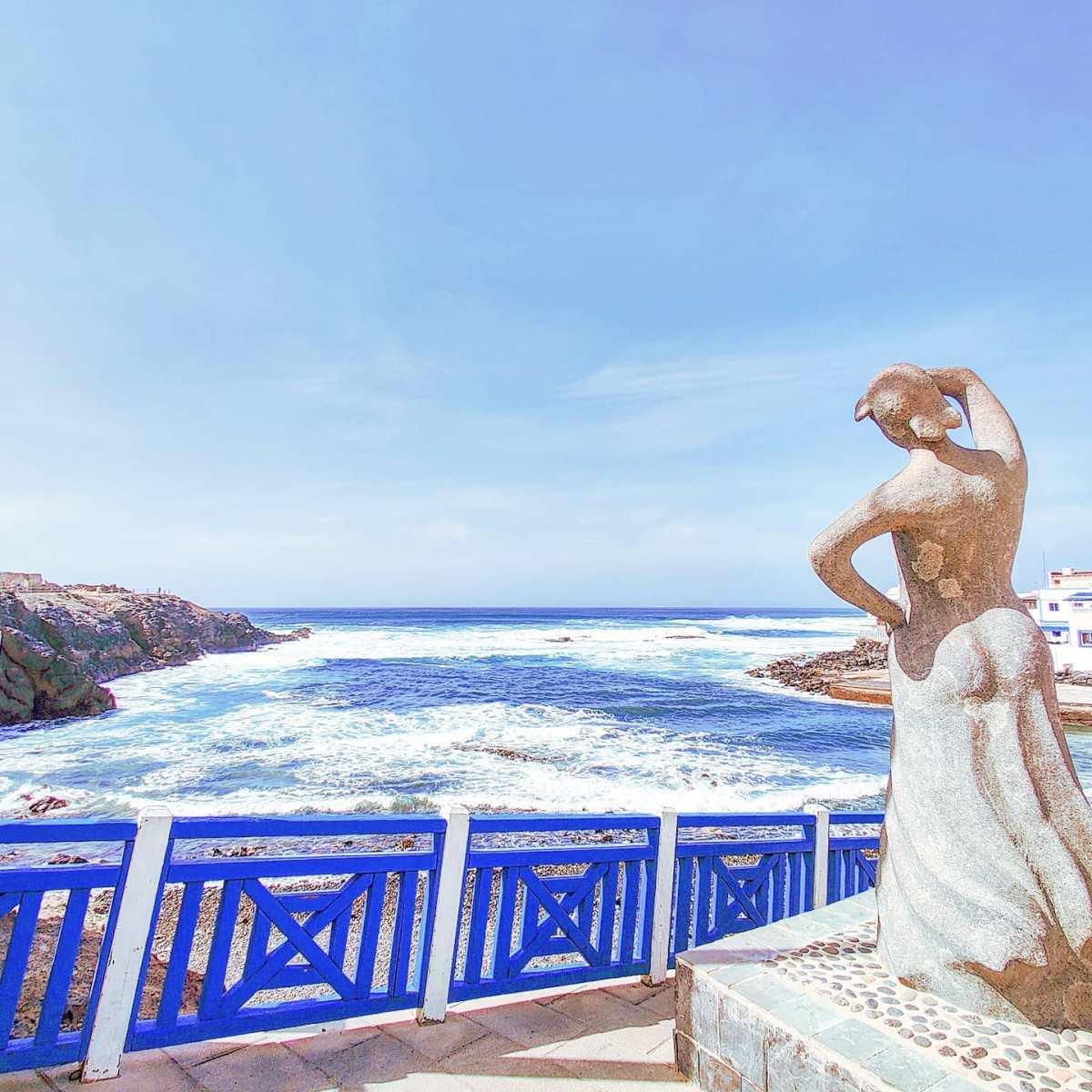 Looking at the sea 🤙El Cotilio, Fuerteventura 2020#elcotillo #fuerteventura #canaryislands #tbt#traveller #travelling #naturephotography #canaryislands #seaside #travel #travelgram #traveling #scolpture #travelphotography #naturelovers #traveler #beach #beachlife #seascape #nature #sea #travelblogger #sealife #breeze