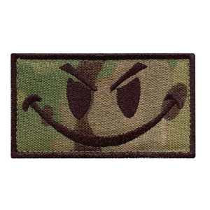 Multicam Smiley Evil Angry Green Morale Tactical Militaire Milspec Tactical ISAF Sew Thermocollant Écusson Patch