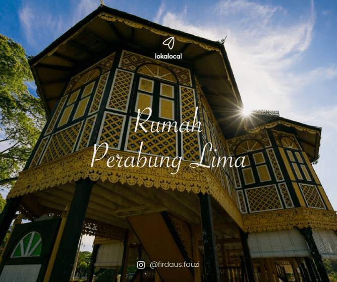 Rumah Perabung Lima is named as such for its five pyramid-style roof.