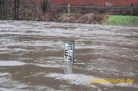 Der Pegel der Lenne erreichte am Mittwochmittag die Marke von 2,20 Meter. Der mittlere Wasserstand beträgt 0,80 Meter.