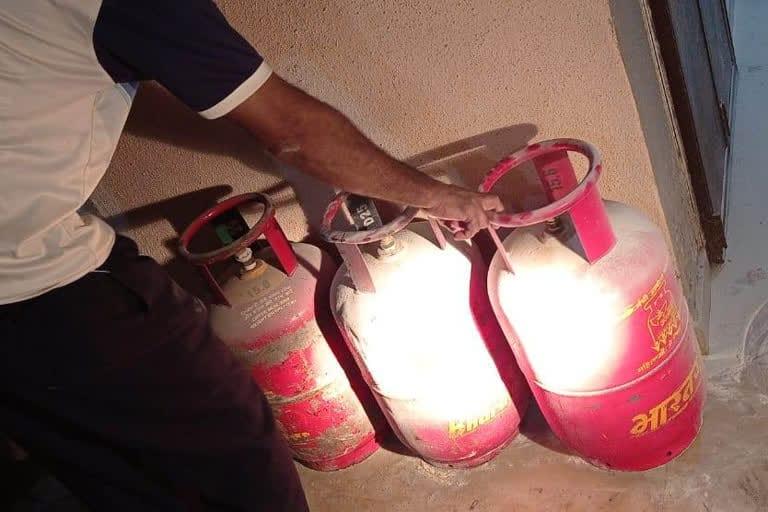 घरगुती सिलिंडरमधील गॅस गळतीमुळे घरात उडाला आगीचा भडका, ५ जण जखमी..