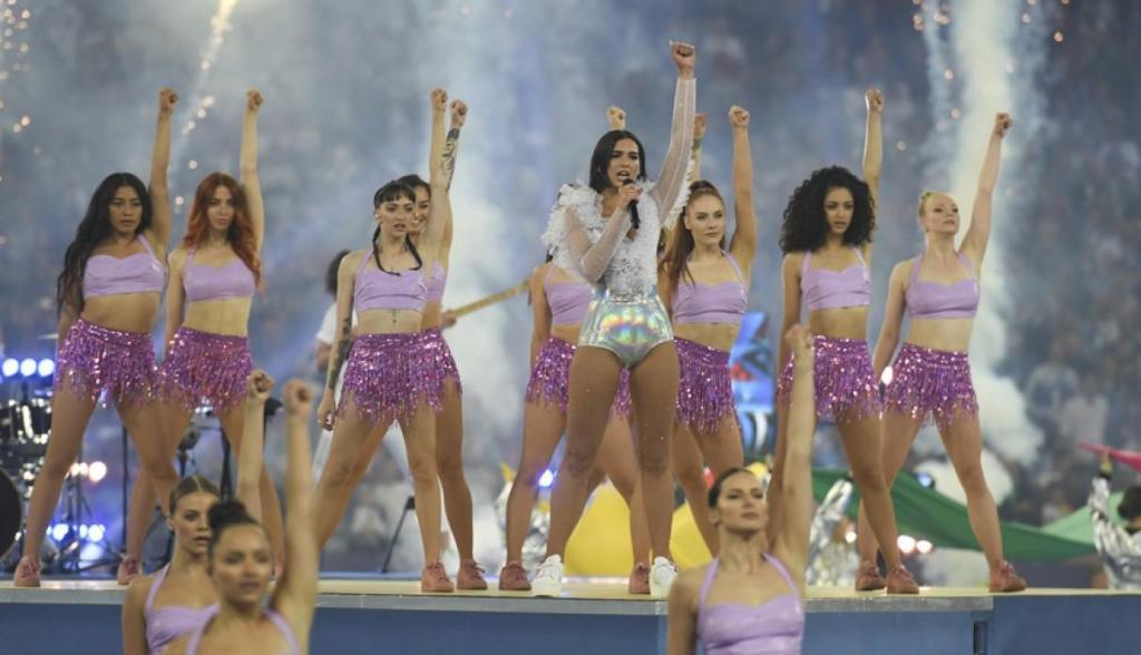 Show de Dua Lipa en la Champions League