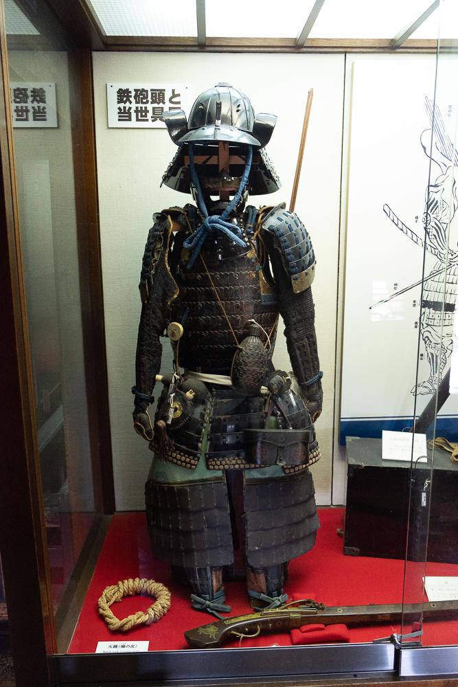 Tenue d'un samouraï dont le casque aurait inspiré celui de Dark Vador !