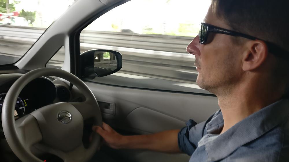 Jérôme au volant de notre p'tite voiture