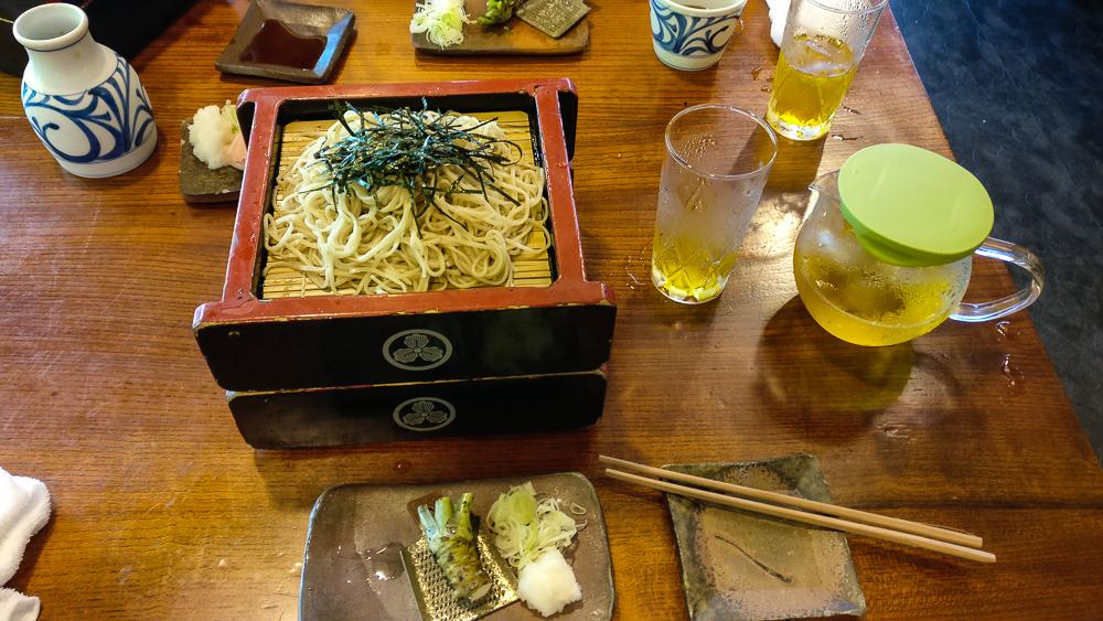 Restaurant Kobayashi Soba à Matsumoto : les nouilles Soba dans leur box, l'art et la manière de les déguster!