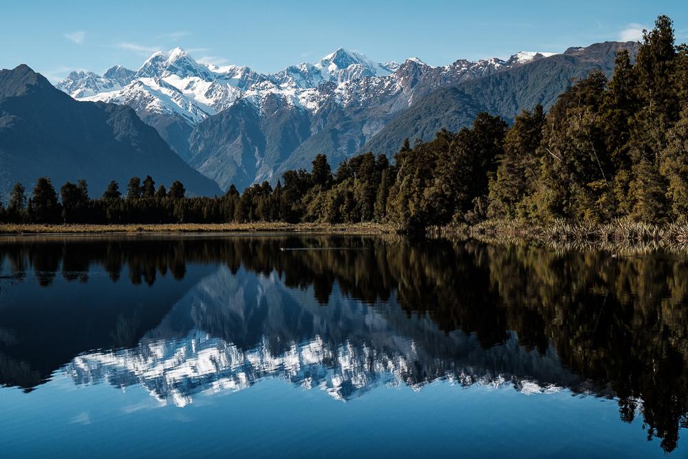 Lac Matheson - reflet du massif alpin du Mont Cook
