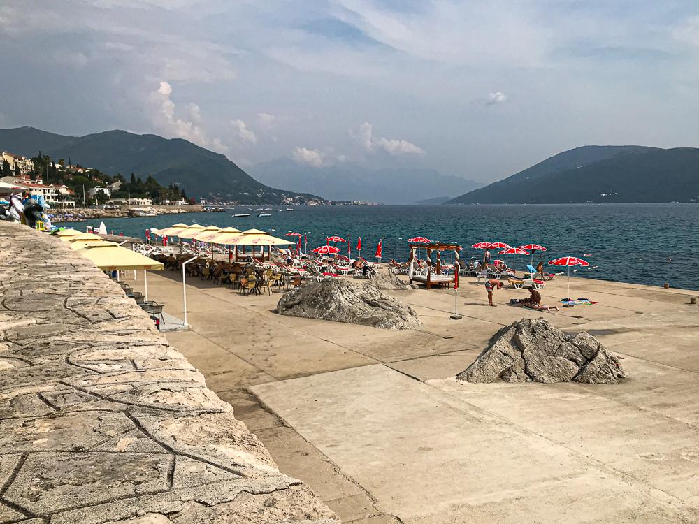 Le long de la côte de Herceg Novi