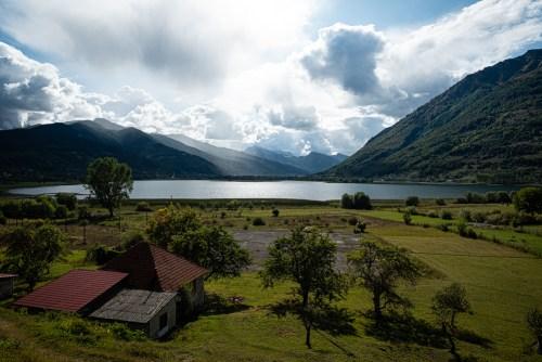 """Arrivée à Plav et vue sur le Lac """"Plavsko Jezero"""""""