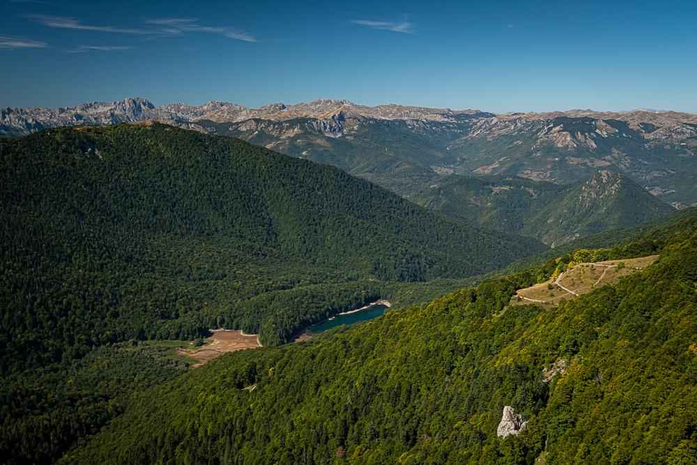Vue sur la forêt primaire et sur le Lac Biogradsko