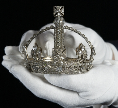 Crown discovered for Queen of Little People!