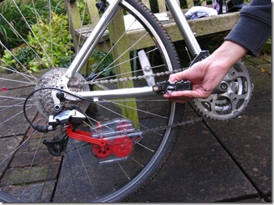 Spinning the chain backwards so the halfords bikehut chain cleaning kit can work its magic