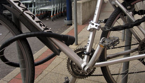 abus granit steel 1000 secured to bike