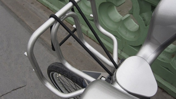Front basket with straps you can easily adjust