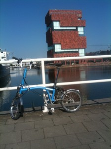 Blue Brompton parked up