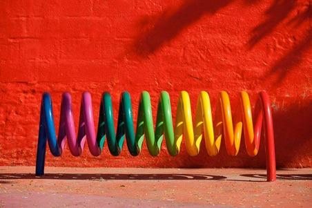 Rainbow-Slinky-stand