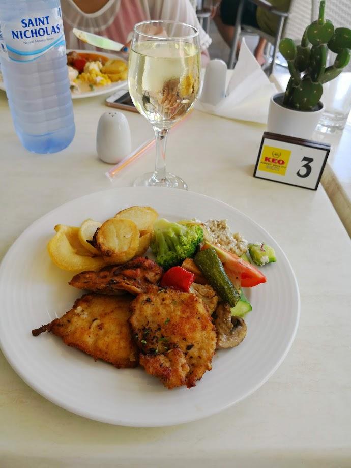 Aquamare hotel lunch