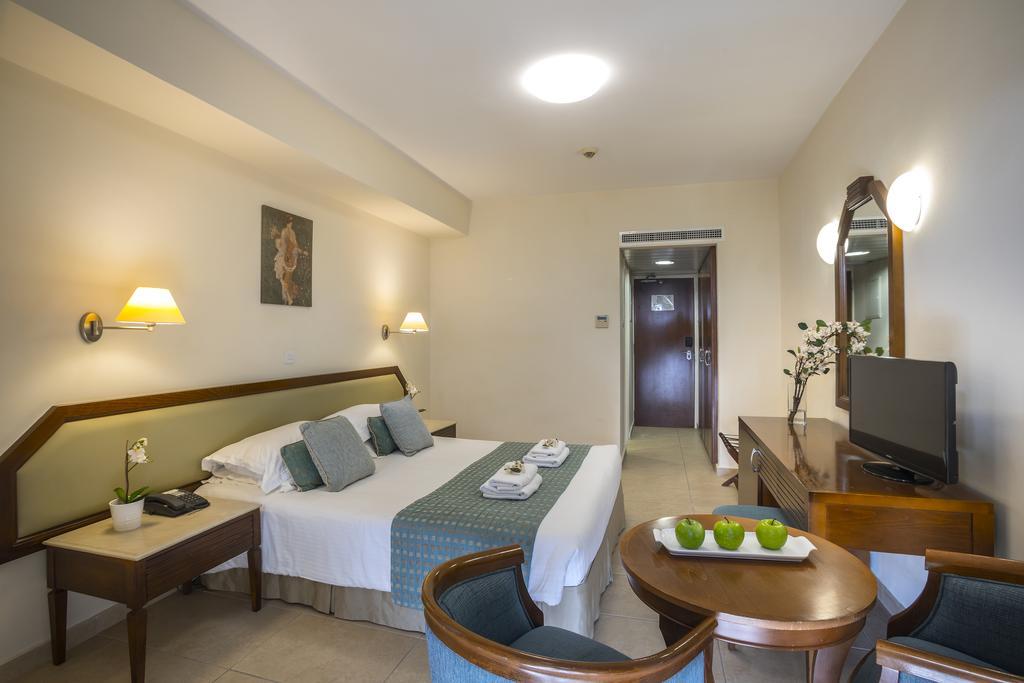 Aquamre hotel bedroom