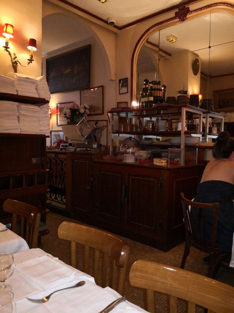 Chez Georges interior