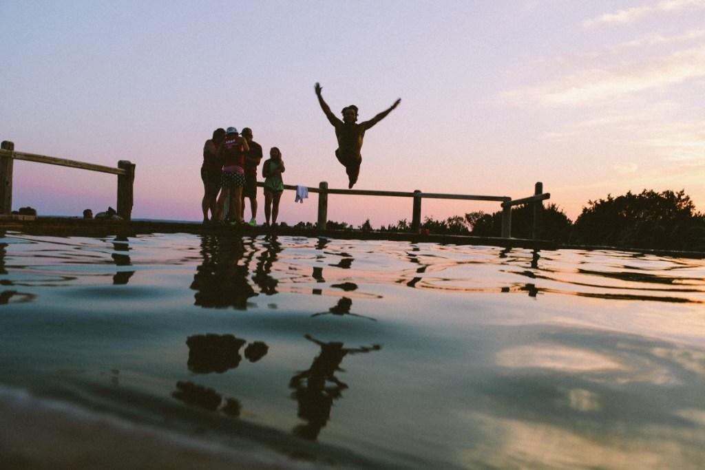make_new_friends_abroad