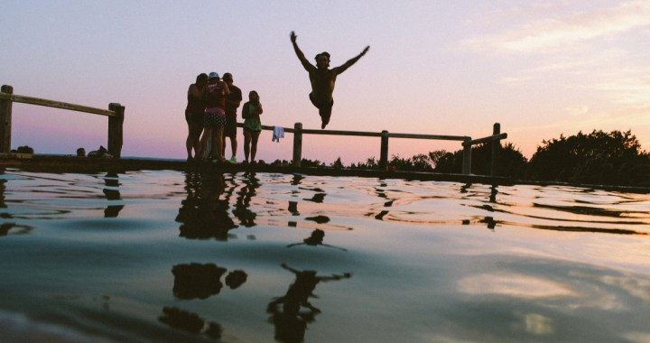 10 Ways to Make Friends Abroad