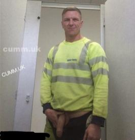 cumm uk builder balfour-beauty-workmans-shows-his-huge-soft-cock