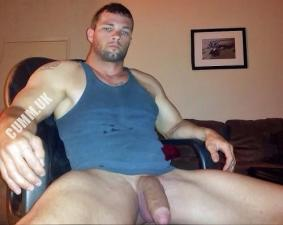 muscle lad hung soft cock