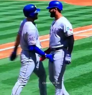 Joey Gallo and Nomar Mazara double crotch grab