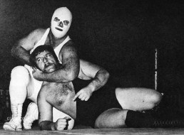 VINTAGE-WRESTLER-WHITE-MASK