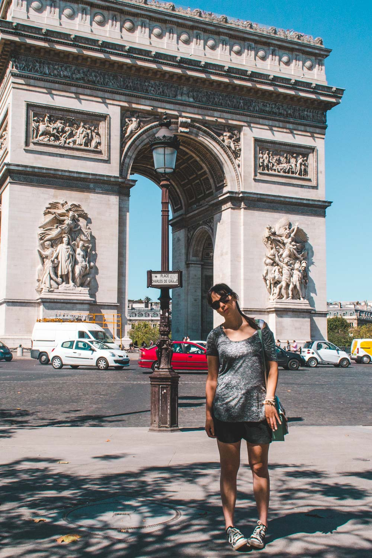 Arc de Triomphe Lone drifters