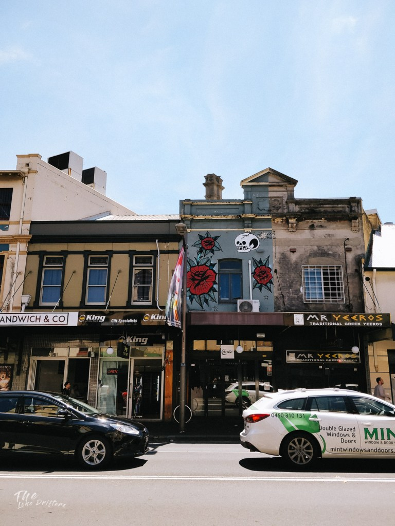 gebouw in New Town Sydney met graffiti