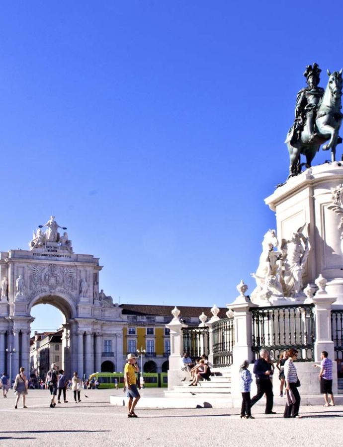 """La Lisbona di Pessoa: """"Quello che il turista deve vedere"""""""