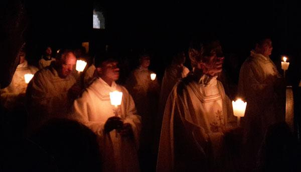 Il rito dell'accensione del fuoco sacro nel duomo di Firenze (2017). [Foto: Caterina Chimenti / Lonely Traveller ]