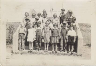 1930's - Group photo on the schoolhouse steps