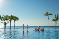 Dreams Los Cabos Suites Golf Resort & Spa - Activities - Family in the infinity pool