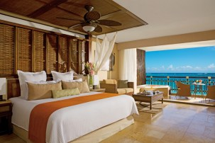 Dreams Riviera Cancun Resort & Spa - Accommodations - Oceanfront Honeymoon Suite