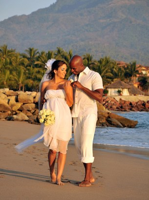 Sunscape Puerto Vallarta Resort & Spa - Weddings - Beach Couple