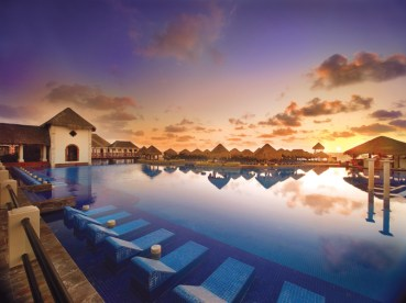 Now Sapphire Riviera Cancun - Grounds - Pool at Sunrise