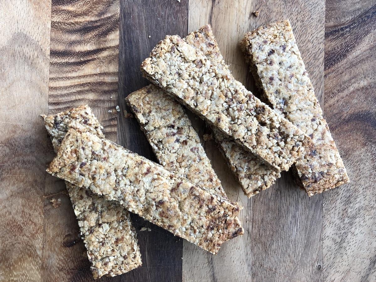 Cinnamon oatmeal cookie bars: sorta kinda like Clif Z-bars