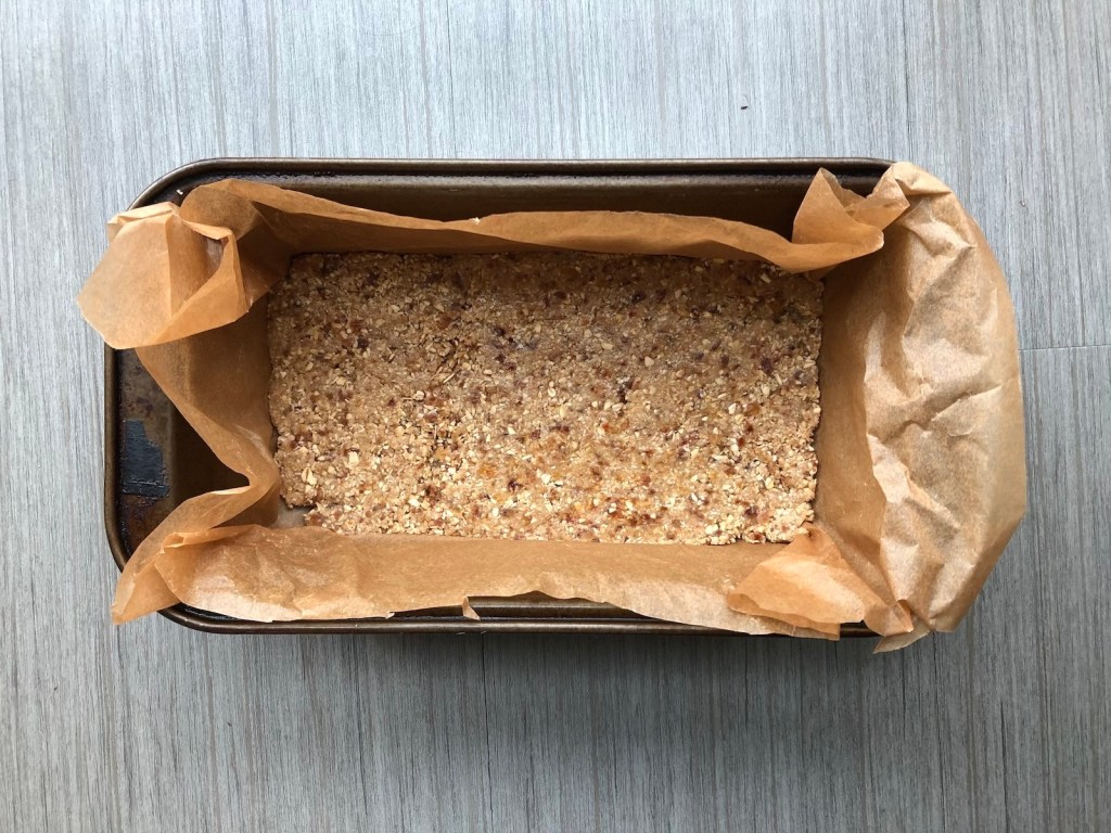 Pre-baked compressed oatmeal cinnamon cookie bars