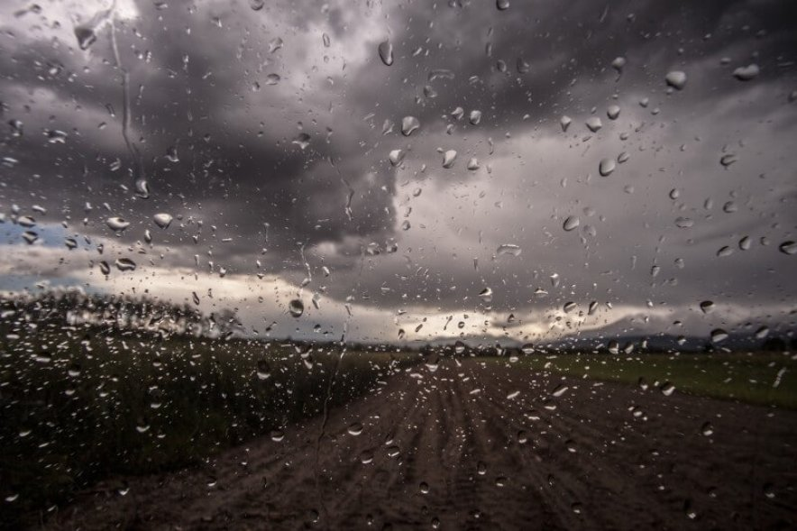 giorno di pioggia nel deserto del messico