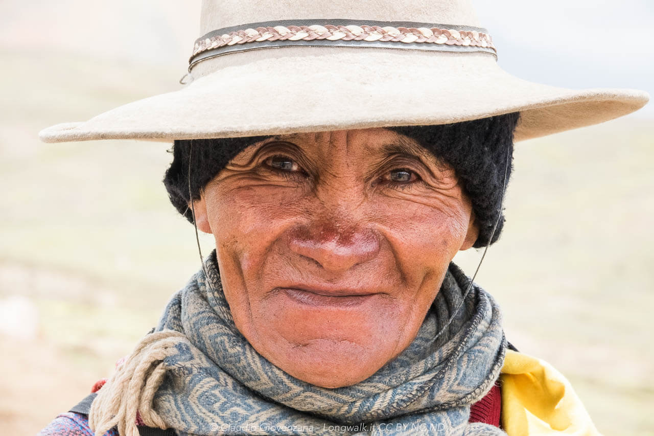 Don Cirillo, pastore che vive solo nelle montagne del Perù