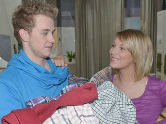 Jonas (Felix van Deventer) und Lilly (Iris Mareike Steen)