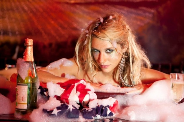 """Kesha: Mit ihrer Single """"Tik Tok"""" schon jetzt als heißeste Newcomerin 2010 gehandelt - Musik News"""