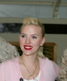 Scarlett Johansson hat Angst vor Vögeln