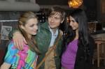 Emily (Anne Menden), Philip (Jörn Schlönvoigt) und Ayla (Sila Sahin, re.)