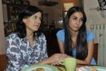 Ayla (Sila Sahin, re.) und ihre Mutter Oya (Siir Eloglu)