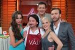 """Grill-Spezial der """"Promi Kocharena"""" bei Liliana Matthäus, Sandy Mölling, Ralf Möller und Niels Ruf geht es um die Wurst! - TV News"""